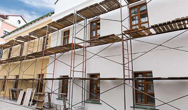Fassadenarbeiten / Fassadenanstrich mit Gerüst