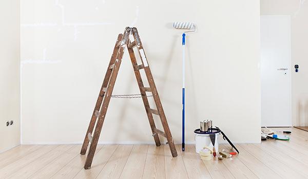Renovierung einer Wohnung - Wandanstrich / Tapezierarbeiten